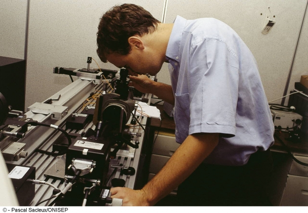 technicien-ne-en-optique-de-precision